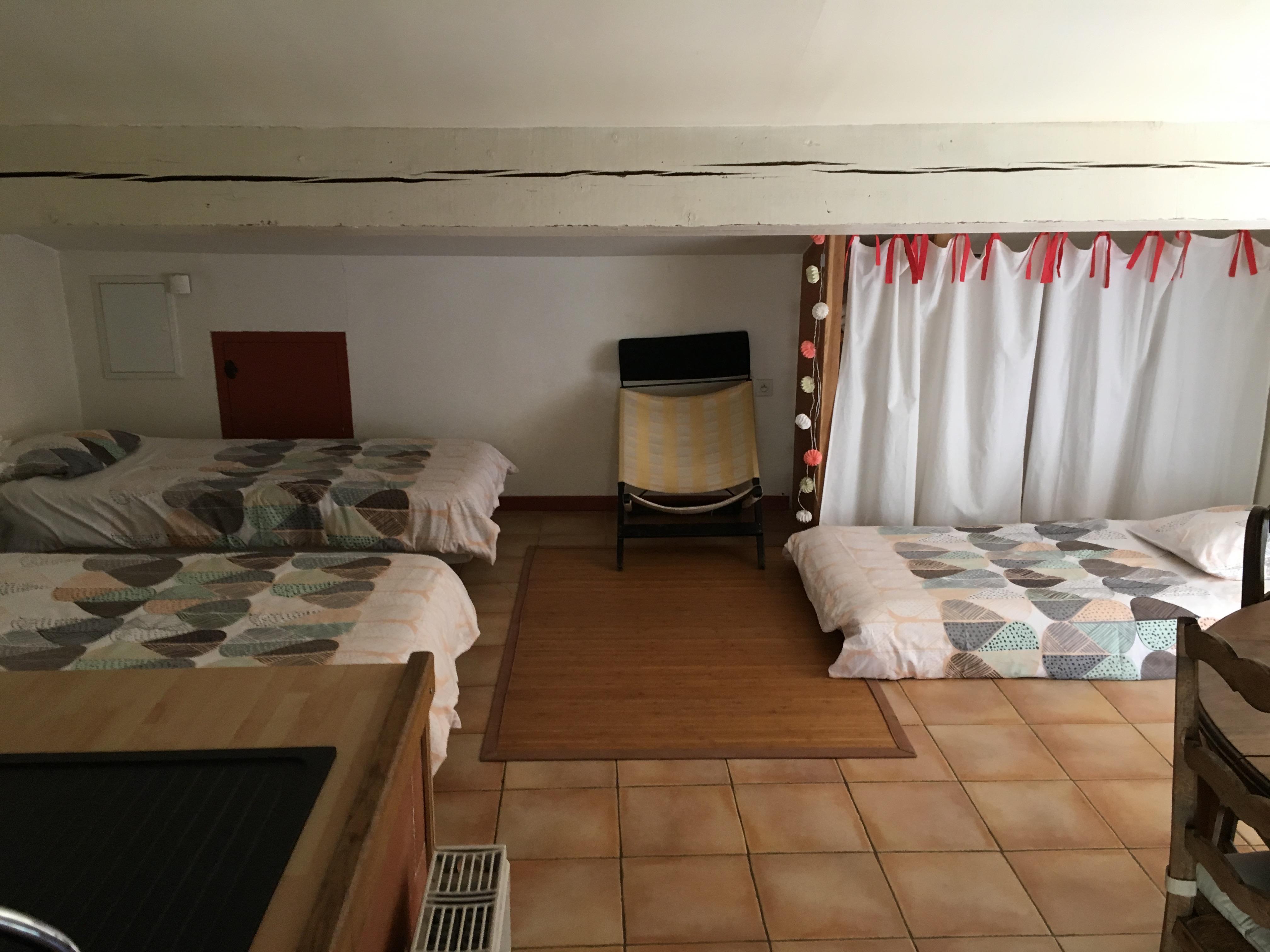 Lits simples dans le séjour / Single beds in the living room