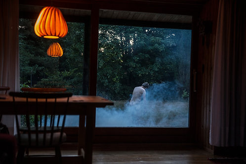 Falling I  /   2019  /  Natascha Thiara Rydvald