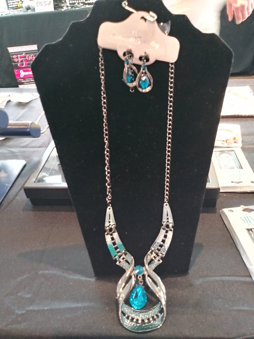Necklace and earrings 3