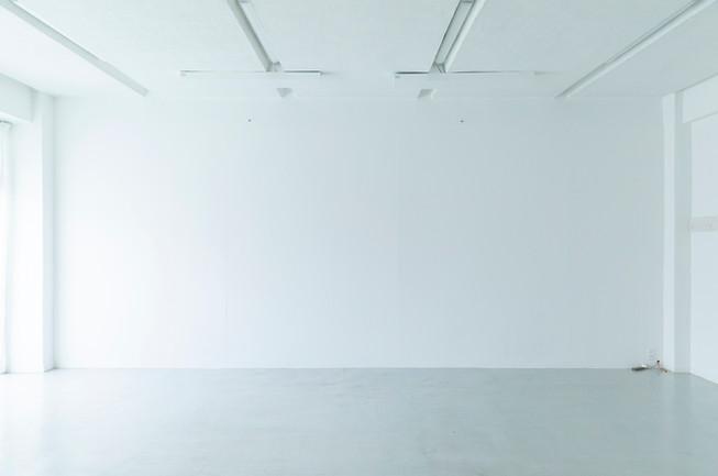 ⑧横7m×高さ3mの白壁