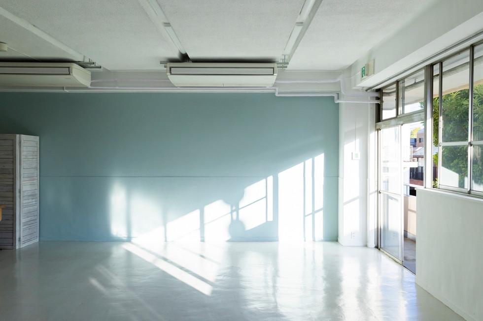 ⑨ペールカラーの壁:自然光