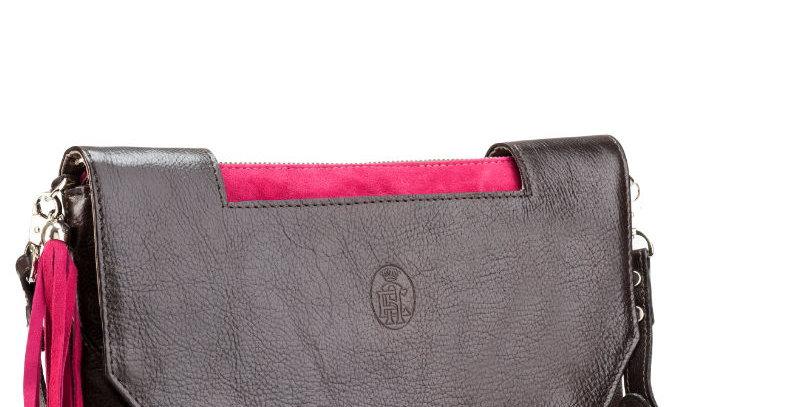 Elegancka, ręcznie szyta kopertówka - torebka skórzana damska z różowym akcentem