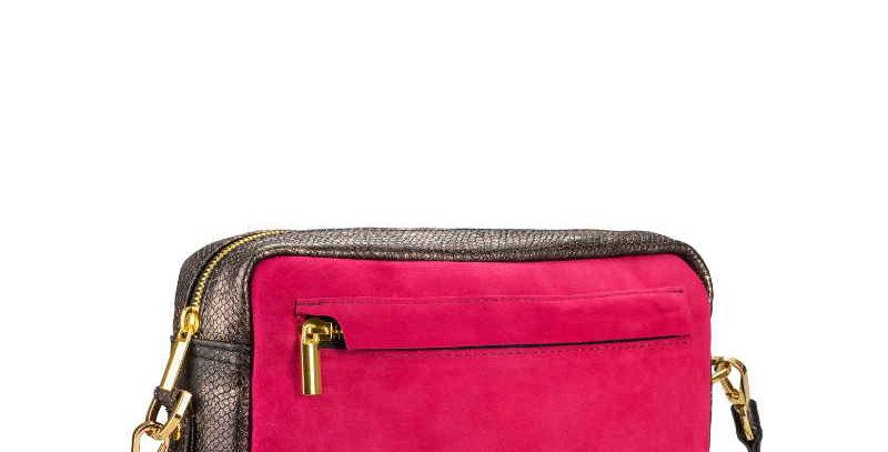 Skórzana damska torebka na ramię, różowa z wężowymi wzorami- podręczna
