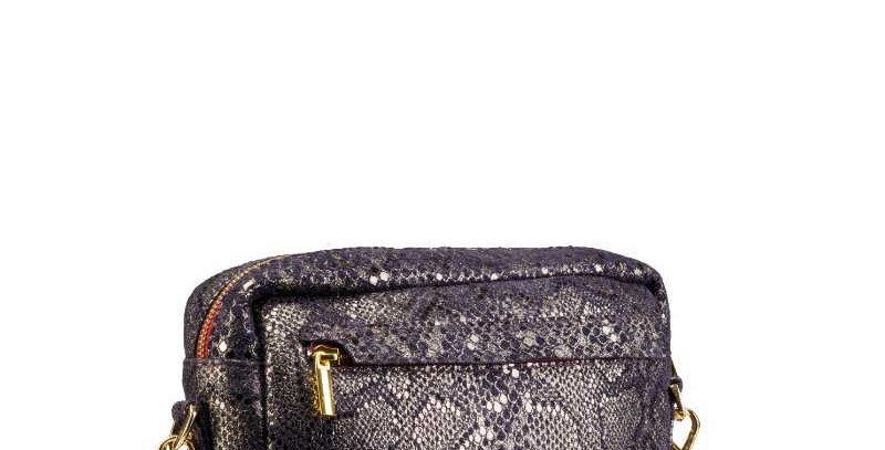 Skórzana damska torebka na ramię, fioletowa ze złotymi wzorami- podręczna