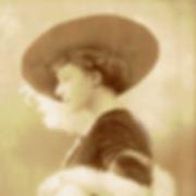 Emilia Arendt profil kapelusz lis www.jp