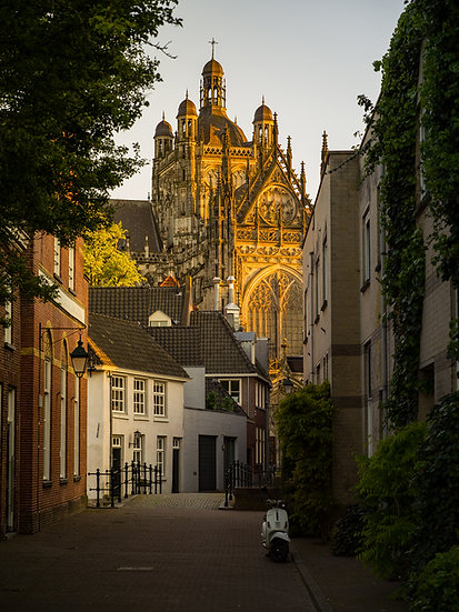 Alley behind the cathedral