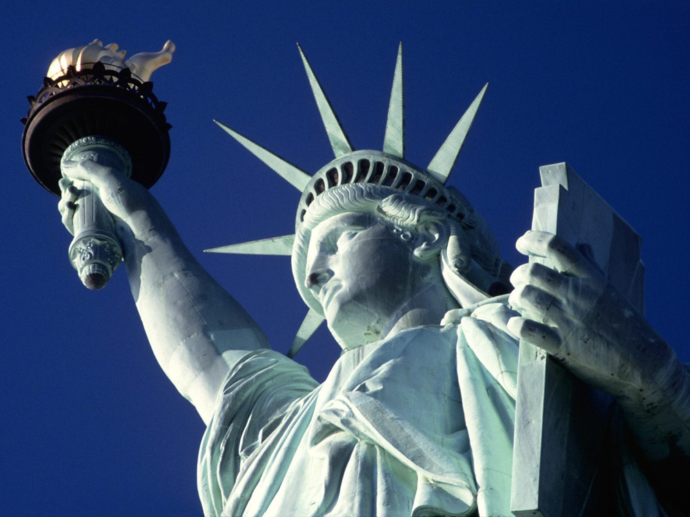 Statue of Liberty welcomes immigrants