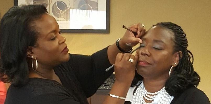Close Nikki-Rosetta applying makeup_Oct2016