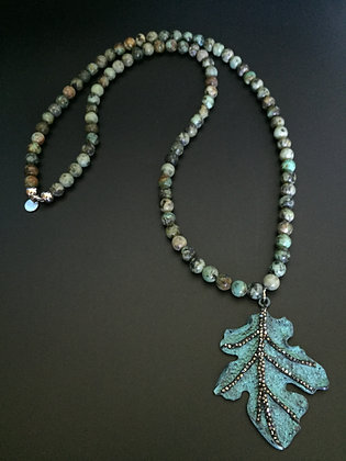 Sautoir Turquoise africaine & Feuille metal et strass