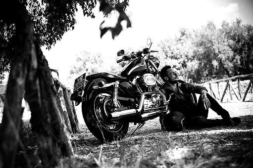 biker-2572582_1920_edited.jpg