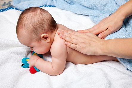 Massage bébé (dos)