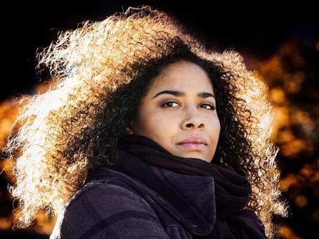 """""""Det är starka, råa känslor och man går rakt på sak""""-Emilia Sisco, HBL-Blues(Musik)"""