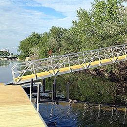 Acces Footbridge   Radisson
