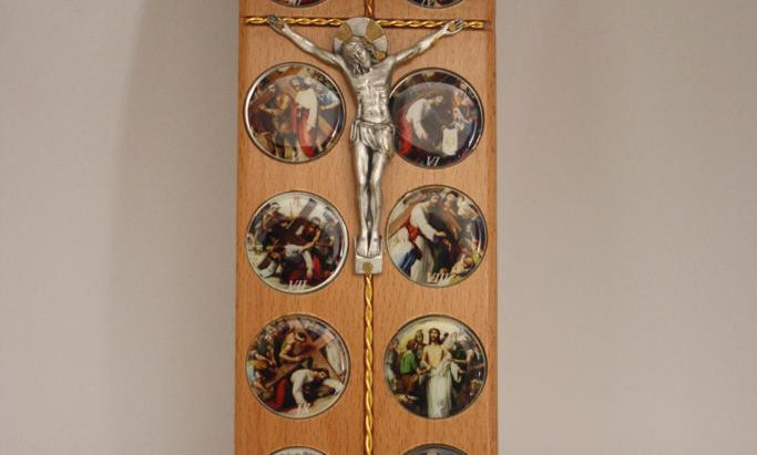 Olive wood fourteen stations  of  Jesus Christ
