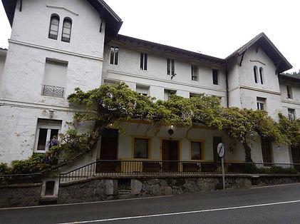 escuela-de-yoga-sanatana-dharma-fachada-
