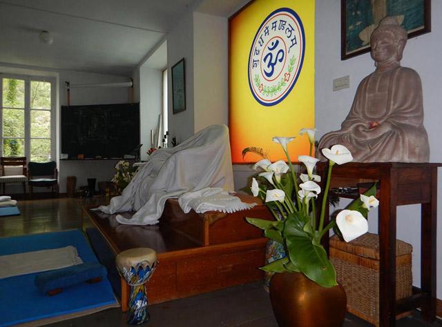 escuela-de-yoga-sanatana-dharma-yoga-02.