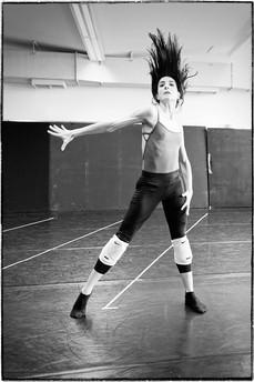 Maria Kousouni in rehearsal of Selon Desir.  Photo by Vassilis Makris.