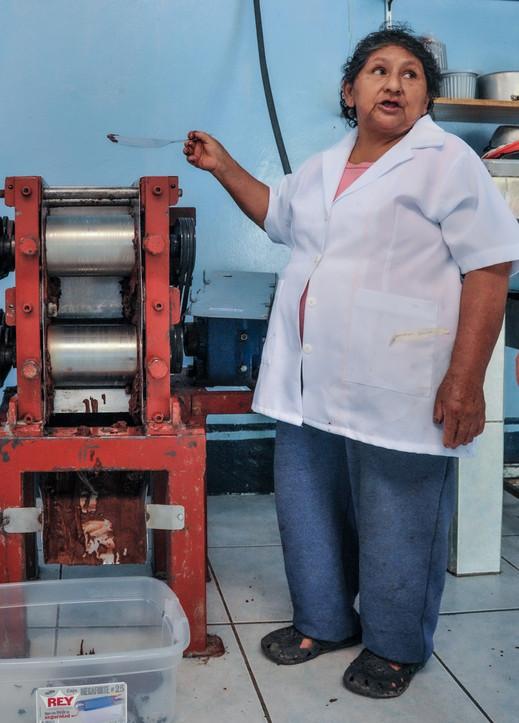 """Géraldina, 18 enfants - """"dont 13 vivants"""" - à la fabrique de chocolat Appos de Santiago de Mendez, Equateur"""