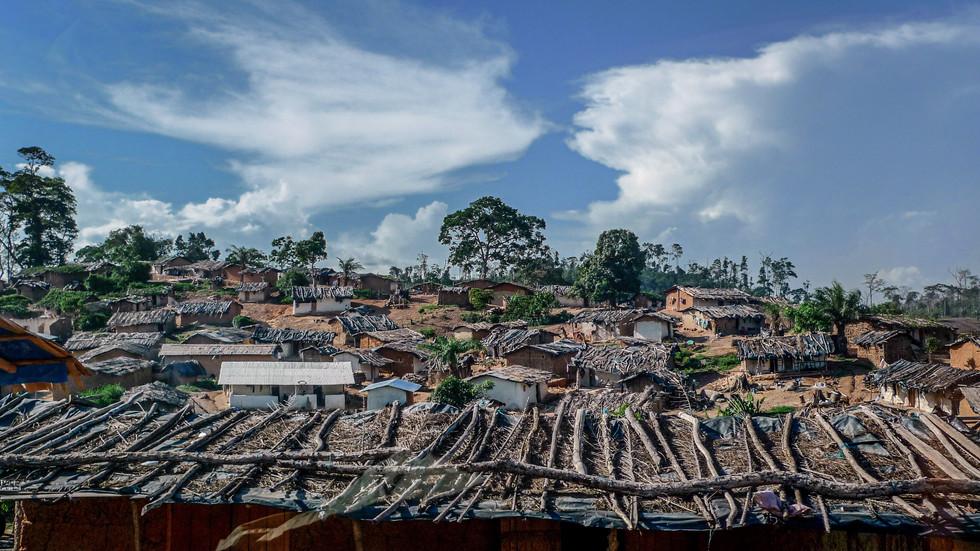 Un village sur la route de San Pedro, Côte d'Ivoire