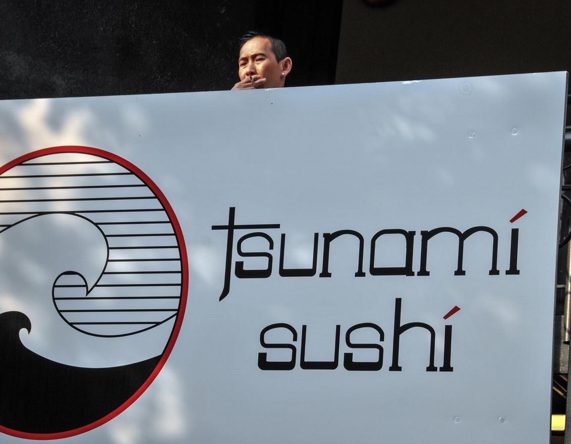 """Vancouver """"Tsunami sushi"""""""