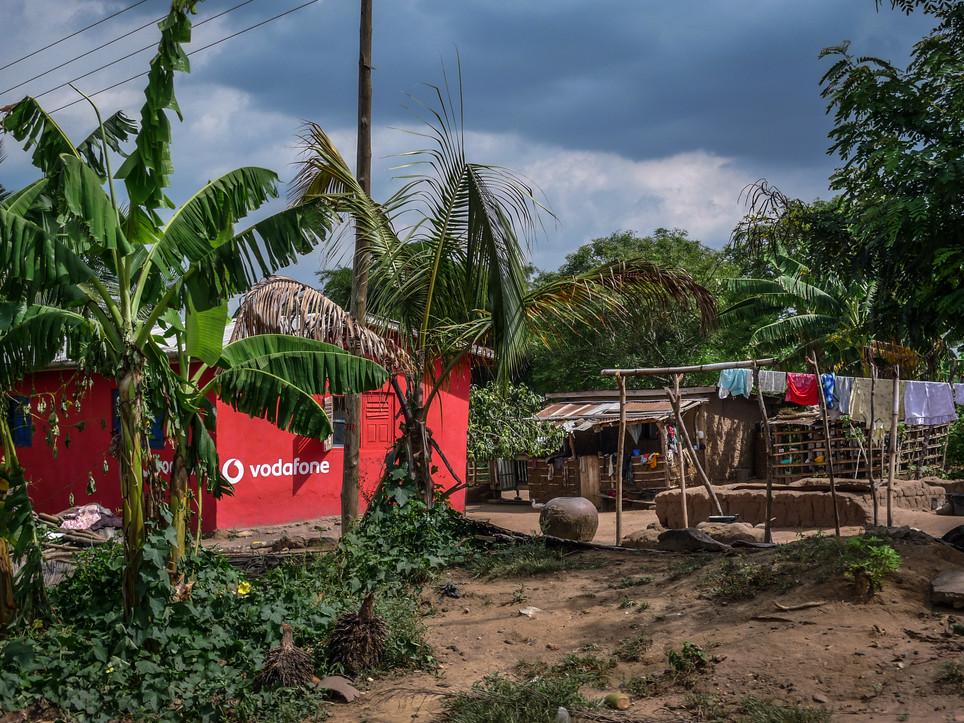 """Vodafone house"", sur la route Accra-Kumasi, Ghana"