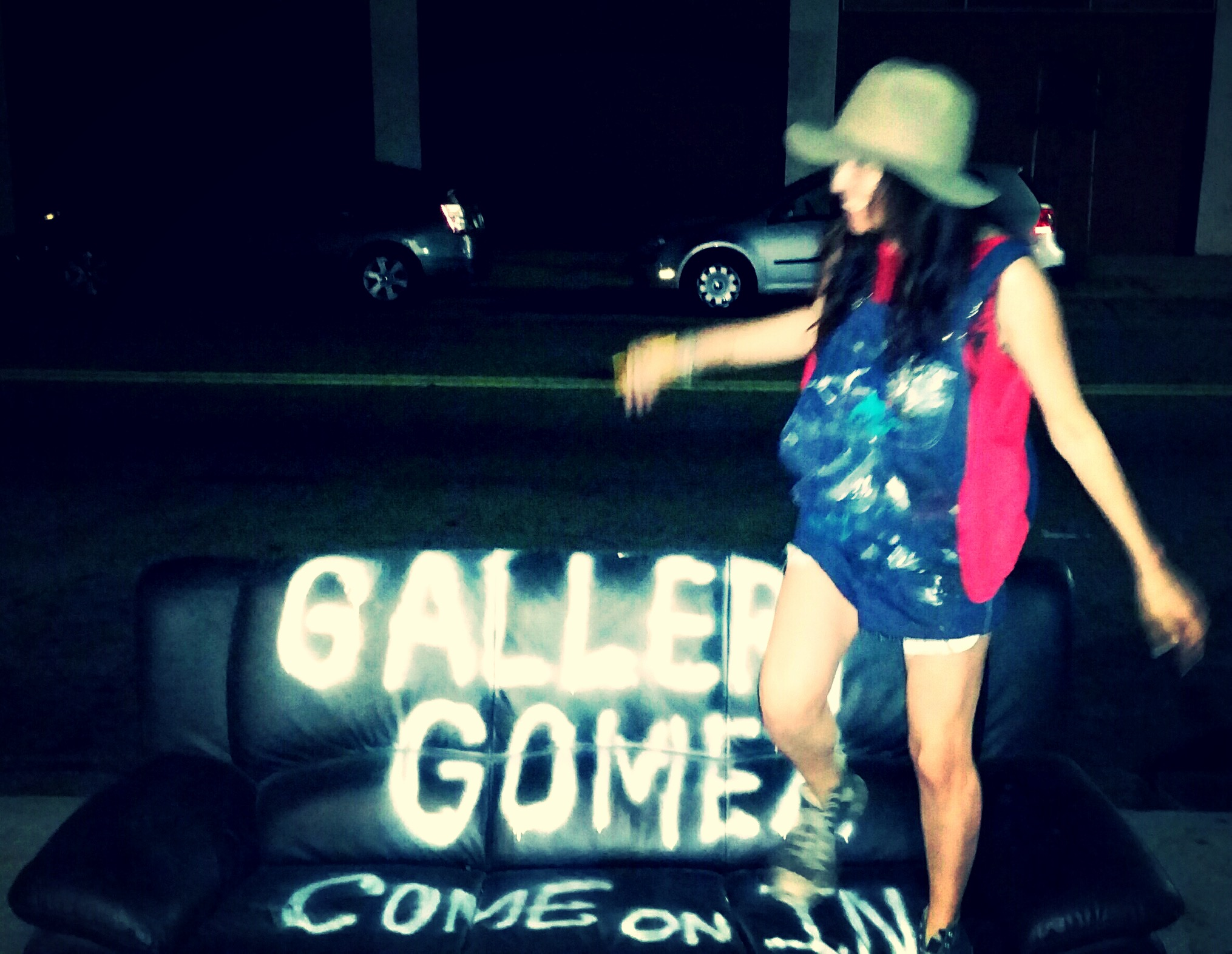 galleryGOMEZ Couch hopping