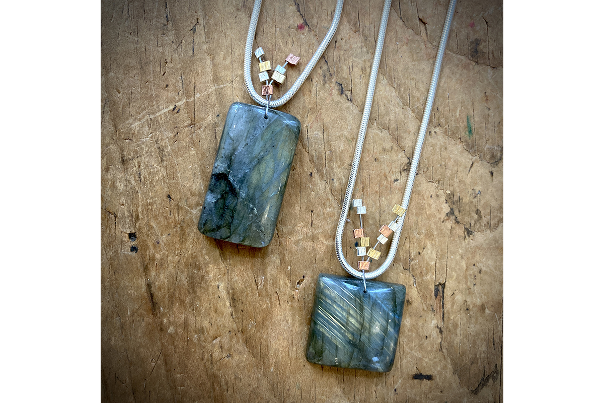 Blume_two pendants