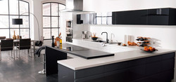 Une cuisine noir et blanc