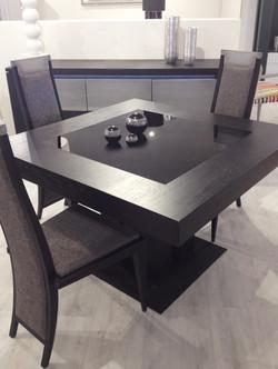 Table noir  verre et bois contemporaine