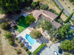 Une vue de la villa avec un drone