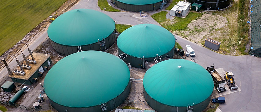 FlexBio Biogas Technology is characterized by state-of-the-art components and new plant management. Biogas Technology 2.0. They produce biogas at the touch of a button and no longer need to save the biogas consuming. We offer various solutions in the field of classical biogas technology but also in the area of waste fermentation or liquid manure fermentation.