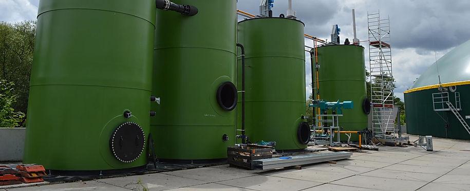 Eine Biogasanlage mit al Festbettfermenter bietet viele Vorteile. Eine besonders hohe Gasausbeute sowie eine stabile Prozessführung sind hevorzuheben. Sie erreichen mit dieser neuartgen Biogastechnik eine maximale Substratausbeute. Zudem können Sie das Biogas produzieren wann Sie es brauchen ud müssen  keinen zusätzlichen Gasspeicher errichten.