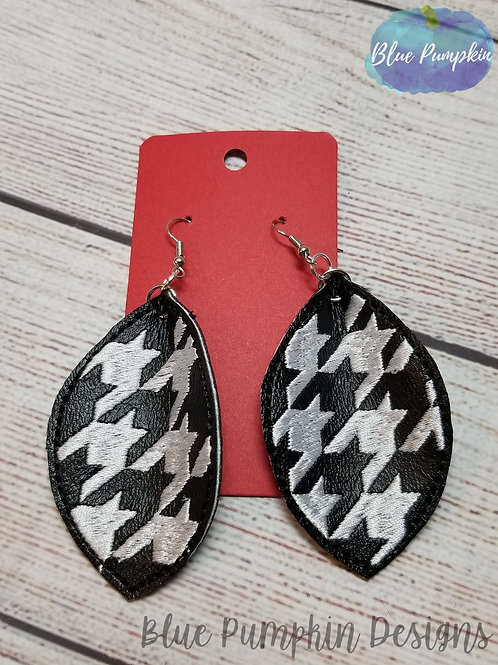 Hounds-tooth Oval Earrings