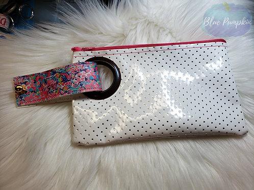 6x9 top zip ITH Zipper Bag Design with wristlet