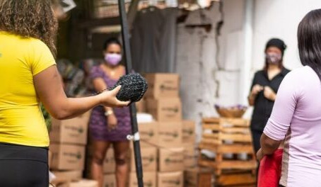 Amid the Pandemic, Women from Rio's West Zone Reinvent Their Business