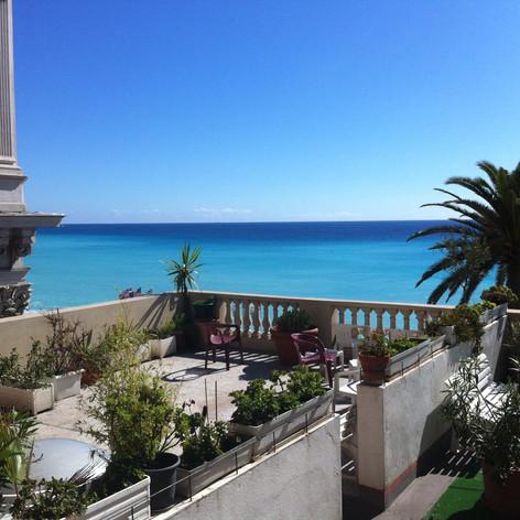 La terrasse... et la mer