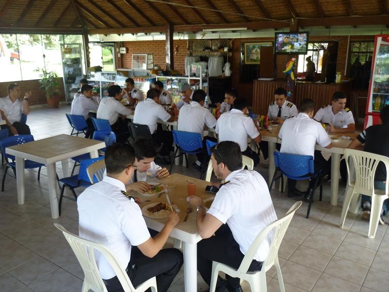 Almuerzo especiales y platos a la carta