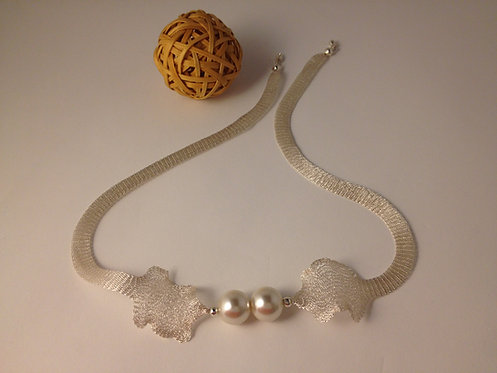 Mesh Silver Necklace With Pearls