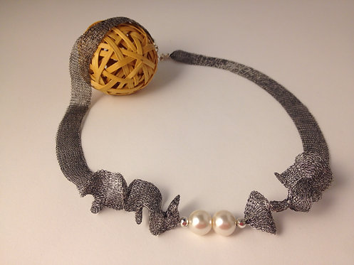 Mesh Dark Silver Necklace With Pearls