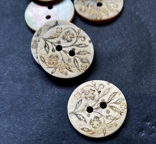 Perlmuttknöpfe, florales Muster