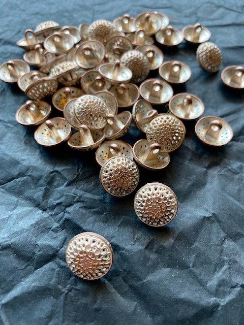 Metallknöpfe mit Steg, Kupfer/silber, durchbrochenes Muster
