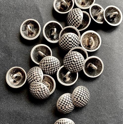 Metallknöpfe mit Steg, altsilber, Schachbrettmuster