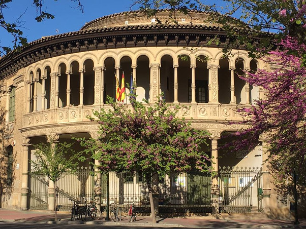 Grupo Escolar Gascón y Marín. Zaragoza. Uno de los primeros centros en España en impartir la enseñan