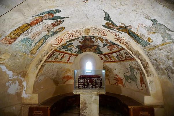 Cripta norte (de san Valero) de la ex-catedral de san Vicente. Roda de Isábena (Huesca).