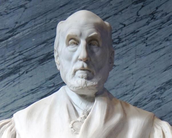 Santiago Ramón y Cajal bajo la mirada del escultor valenciano Mariano Benlliure. Paraninfo. Zaragoza
