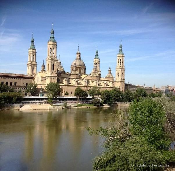 Construcción de las dos últimas torres de la basílica de Nuestra Señora del Pilar. Zaragoza.