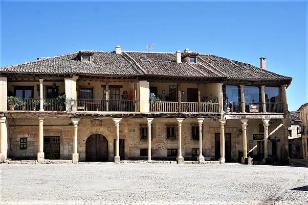 VILLA DE PEDRAZA (SEGOVIA) Preciosa villa medieval declarada Conjunto Monumental