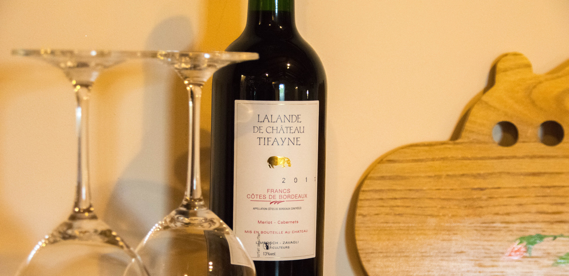 Un verre de vin rouge TIFAYNE - Francs Côtes de Castillon