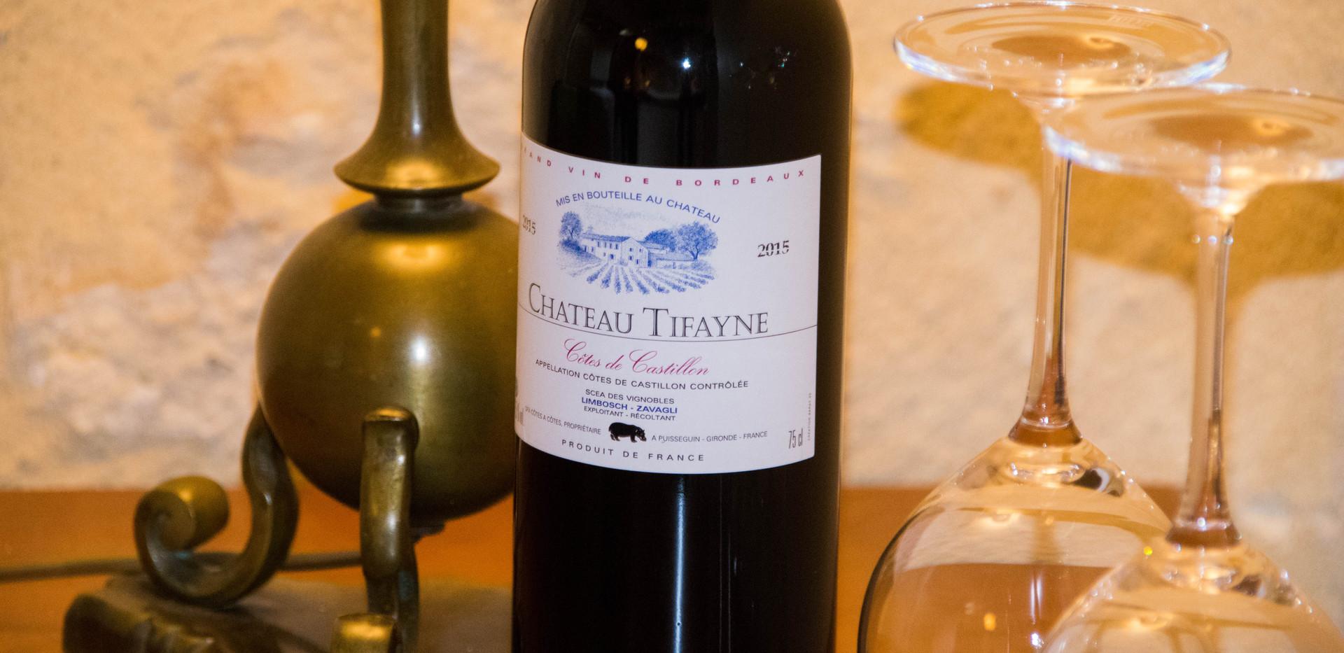 Un verre de vin rouge Tifayne - Castillon Côtes de Bordeaux