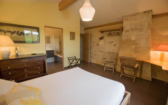 Monbadon room with private bathroom